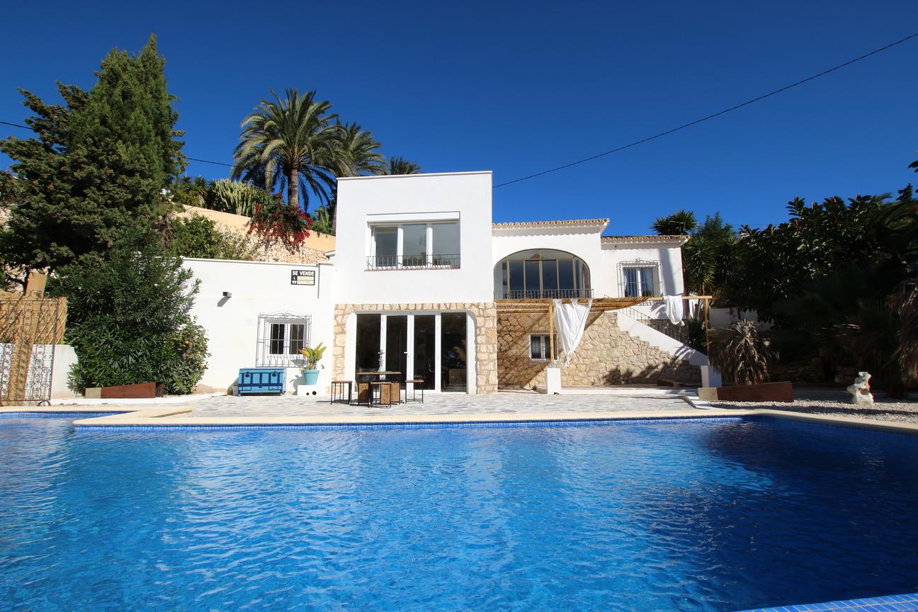 Huis-aan-zwembad