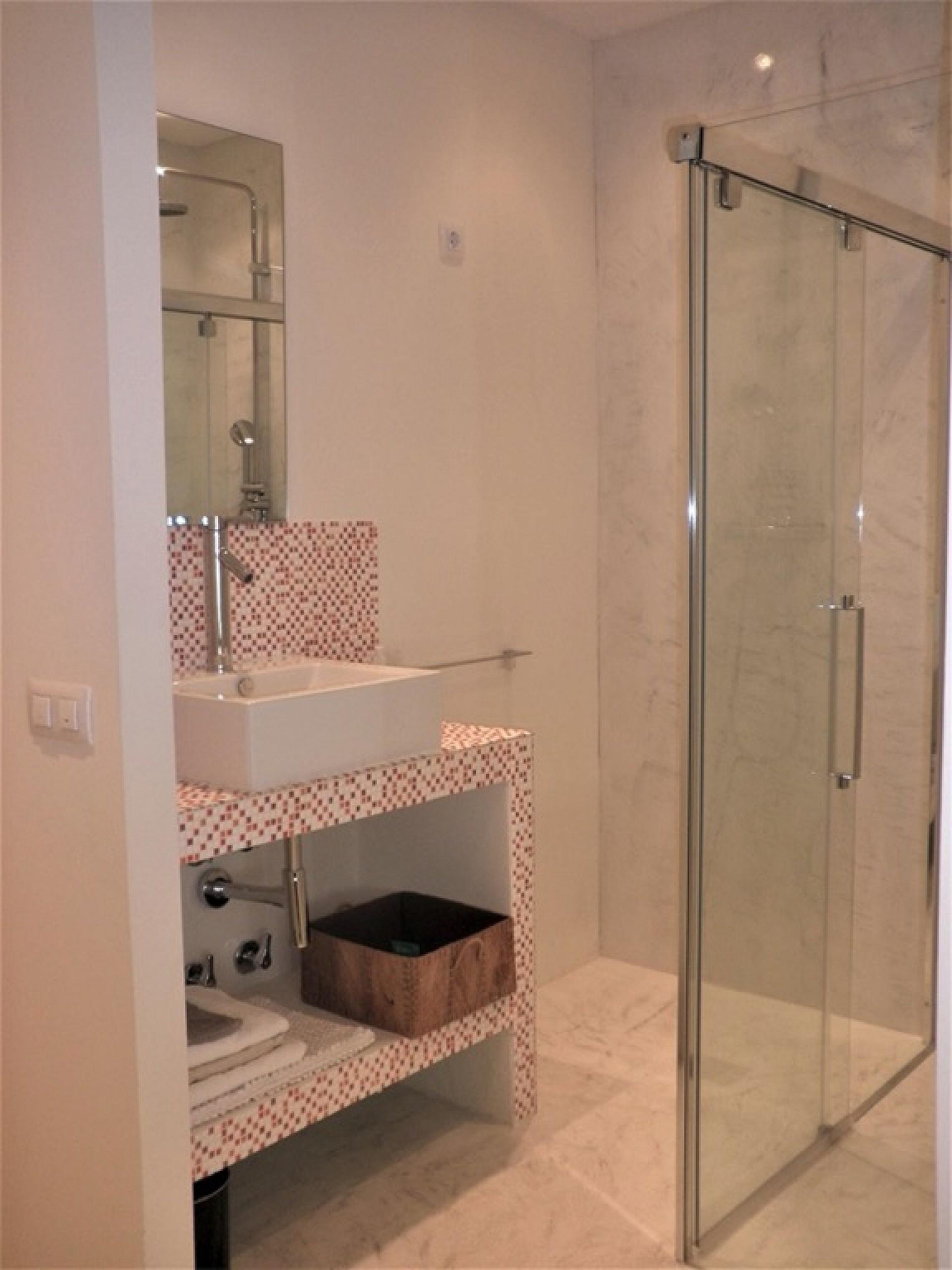 w_bathroom-2.jpg